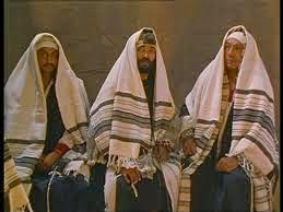 Prayer Shawls and Yamakas | Living in The Spirit